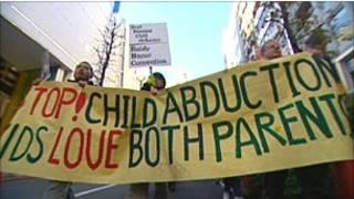 Митинг в защиту равных прав родителей