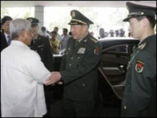 Hai bộ trưởng quốc phòng Trung Quốc và Philippines