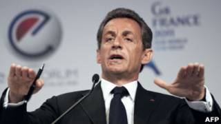 Президент Саркози выступает в Париже