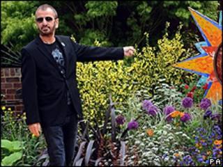 Ringo Starr visita jardim em homenagem a George Harrison no Chelsea Flower Show de Londres (AP)