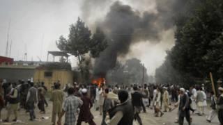 पुलिस स्टेशन पर नागरिकों का हमला