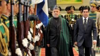 حامد کرزی همراه با همتای ترکمنستانی خود در عشق آباد