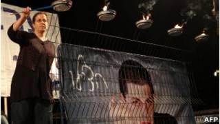 Mãe de Shalit pede libertação do filho. AFP