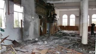 Мечеть в резиденции президента Йемена после обстрела 3 июня 2011 г.