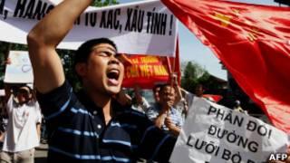 Демонстрант в Ханое