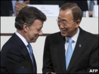 Juan Manuel Santos e Ban Ki-moon (AFP)