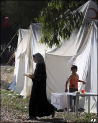Sírios abrigados em campo na Turquia