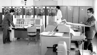 Computadora IBM 7090 en el CERN, 1963