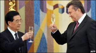 Президент Китаю Ху Цзіньтао і Віктор Янукович у Києві