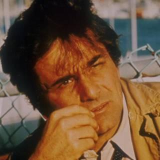 Peter Falk, no papel de Colombo.