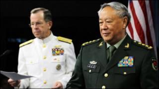 Đô đốc Mike Mullen và Tướng Trần Bỉnh Đức hồi tháng Năm