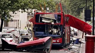 Imagem de arquivo do ônibus de dois andares que foi destruído durante o atentado de 7 de julho de 2005, em Londres (PA)