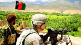 سرباز آیساف و سرباز افغان در نورستان