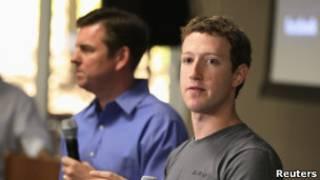 Тони Бейтс и Марк Цукерберг на пресс-конференции