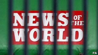 Cartaz do 'News of The World', em Merseyside, na Grã-Bretanha, onde o jornal é impresso (PA)