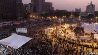 Manifestantes permanecem na praça Tahrir. Foto: Reuters
