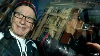 Руперт Мердок у гарному настрої, але щодня з'являються нові скандальні викриття