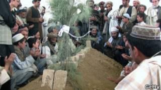 Umuhango wo gushyingura murumuna wa perezida Karzai