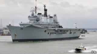 Корабль в порту Портсмута