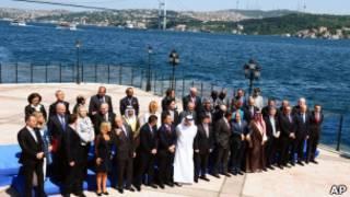 Ministros do Grupo de Contato da Líbia, em Istambul. AP