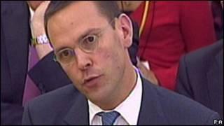 Джеймс Мердок дает показания комитету британского парламента
