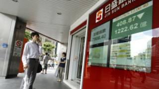 Bảng điện tử hiện chỉ số của thị trường chứng khoán Đài Bắc