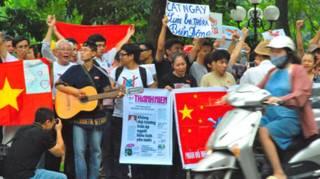 Biểu tình tại Hà Nội ngày 7/8, hình từ blog Xuân Diện
