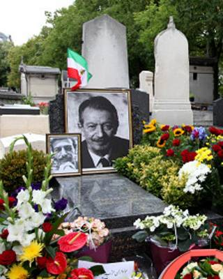 شاپور بختیار در گورستان مونپارناس پاریس به خاک سپرده شده است