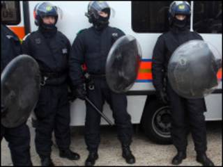 riot police in london