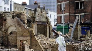 Развалины мебельного магазина в Кройдоне