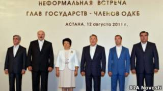 Участники неформального саммита ОДКБ в Астане 12 августа 2011 г. после окончания переговоров