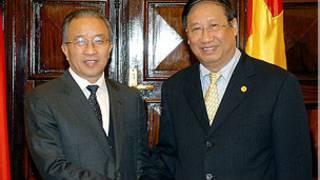 Ông Phạm Gia Khiêm (bên phải) và ông Đới Bỉnh Quốc