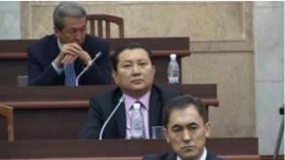 Кандидаты сдают тест на знание киргизского