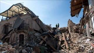 Destruição em L`Áquila/AFP
