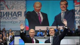 Putin (esquerda) e Medvedev/AP
