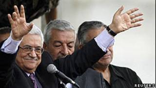 Палестинцы приветствуют Махмуда Аббаса в Рамалле