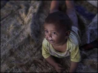 سیلاب متاثرہعلاقوں میں ایک بچہ