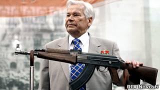 Михаил Калашников и АК-47