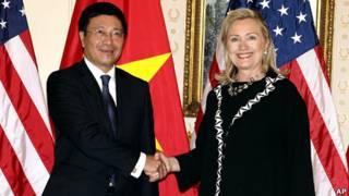 Ông Phạm Bình Minh gặp bà Hillary Clinton hôm 26/9/2011 ở New York