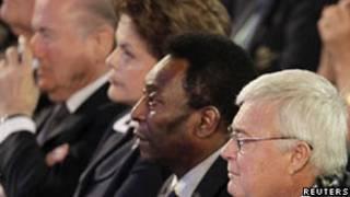 Da esquerda para a direita: Blatter, Dilma, Pelé e  Ricardo Teixeira