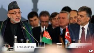 حامد کرزی و عبدالله گل، در اجلاس استانبول