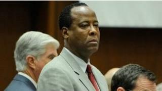 Bác sỹ Conrad Murray trong phòng xử