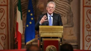 Thủ tướng Ý Mario Monti trong cuộc họp báo