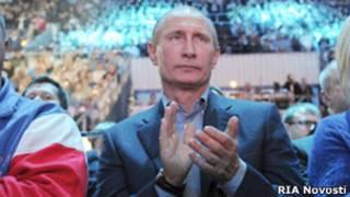 Путин хлопает