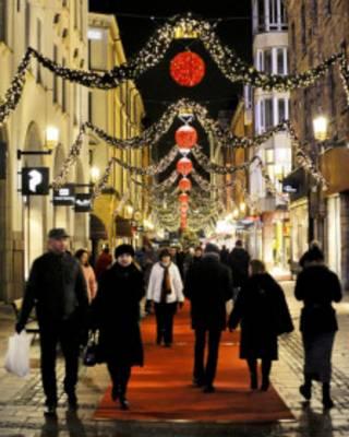 Decoração de Natal em rua comercial de Estocolmo