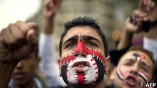 Manifestante na praça Tahrir. AFP