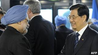 El primer ministro indio, Manmohan Singh, y el presidente chino, Hu Jintao.