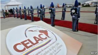 Logo do CELAC, em Caracas.