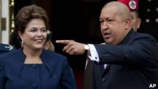 Dilma Rousseff e Hugo Chávez (Foto AP)