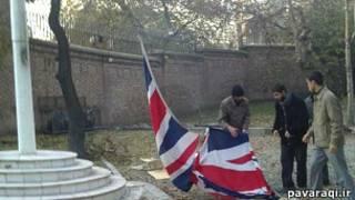 پائین کشیدن پرچم بریتانیا در باغ قلهک